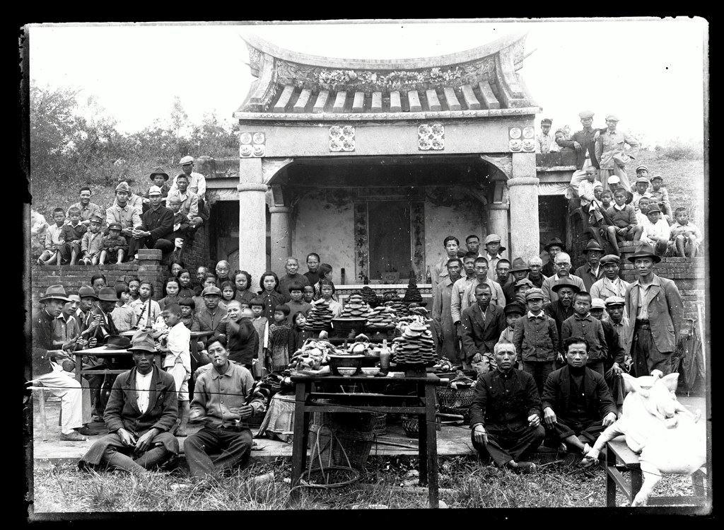 眾人於楊梅富岡公墓祭祀合照