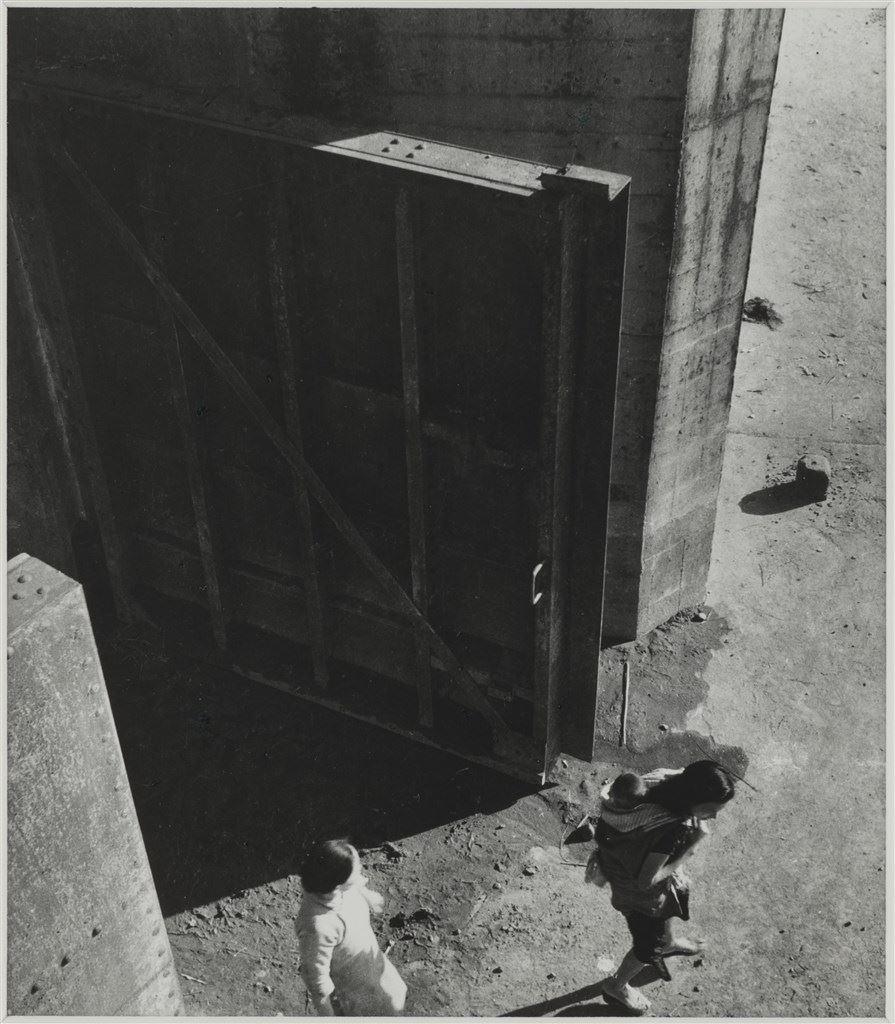《第九水門》 1948