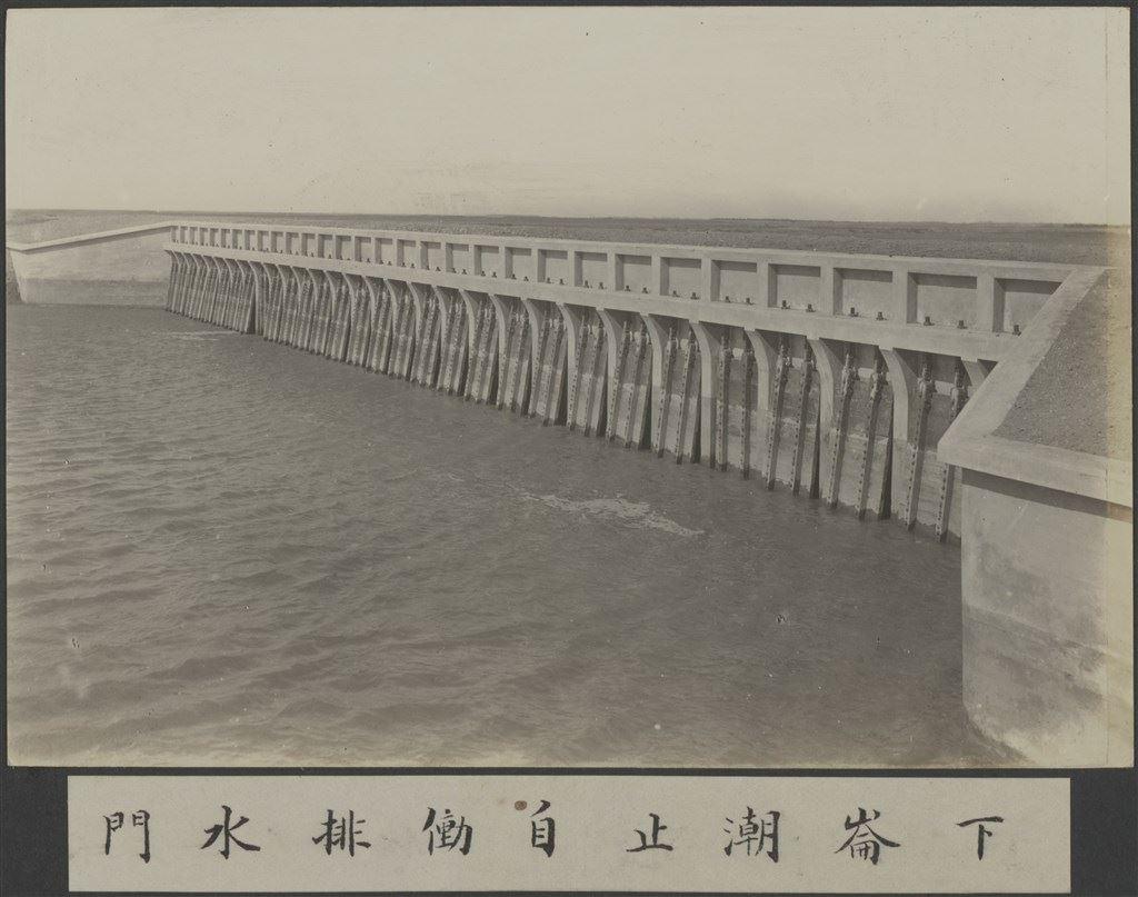 嘉南大圳:下崙潮止自動排水門